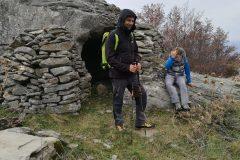 Stefano e Alessio accanto al vecchio Bivacco San Lorenzo