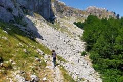 Sul traverso tra le rocce