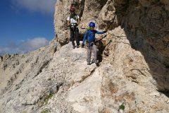Attaccati alla roccia