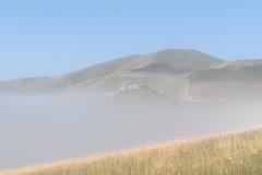 Tra le nebbie di Castelluccio