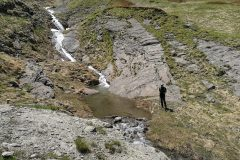 Stefano alla base delle infinite cascatelle della valle