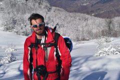 Giovanni con alle spalle il Monte Vettore