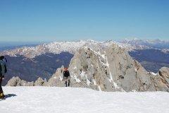 Stefano e Daniele a salire verso il ghiacciaio del Calderone
