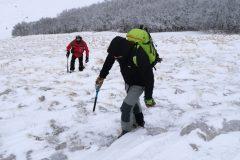 Saliamo rapidi su pendii tra neve e ghiaccio