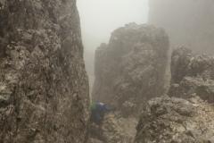 Alessio tra le nebbie in salita