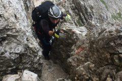 Daniele al passaggio tra le rocce