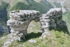 Arco dei Grottoni (Tempio della Sibilla)