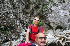 Alessio e nonno Palmarino ai piedi del Fosso le Vene